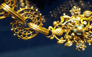 Photo - gold chain
